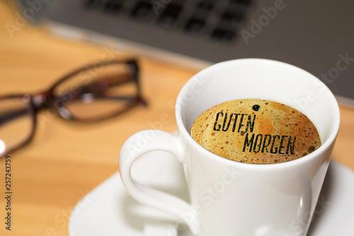 Ein Computer Büro Und Tasse Kaffee Und Begrüßung Guten