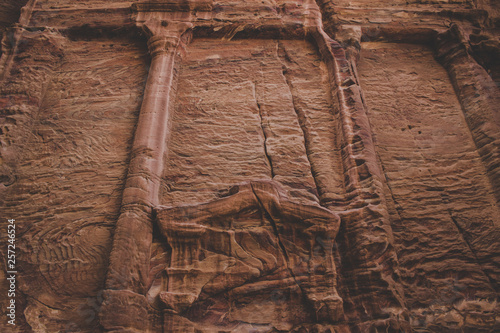 Foto  ancient architecture carved in stone entrance in treasure object vintage style t