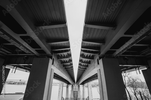 Black and white image of bridge over Don river