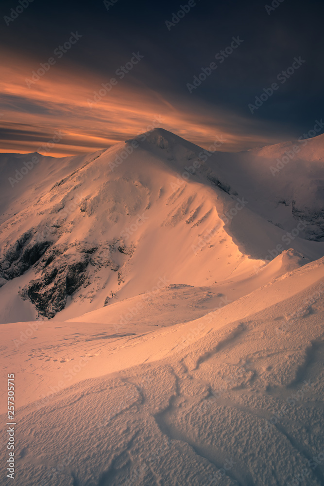 Fototapety, obrazy: Winter mountain trail to the Kopa Kondracka.
