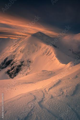 Fototapeta Winter mountain trail to the Kopa Kondracka. obraz
