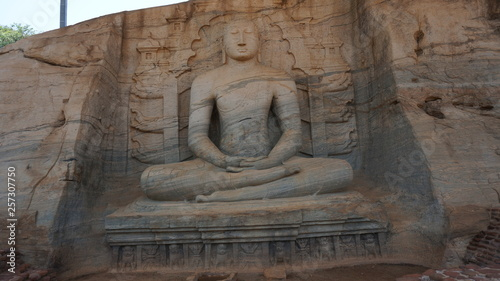 Photo sur Toile Con. Antique Polonnaruwa,Sri Lanka The Gal Vihara, also known as Gal Viharaya and originally as the Uttararama, is a rock temple of the Buddha situated in the ancient city of Polonnaruwa.