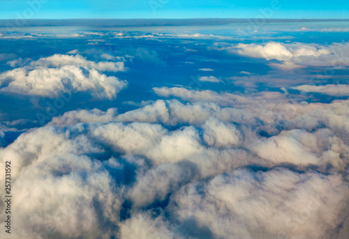 Fotografia  flying over beautiful white clouds