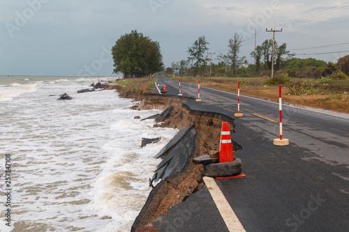 Fotografia Waves of sea erode the road.