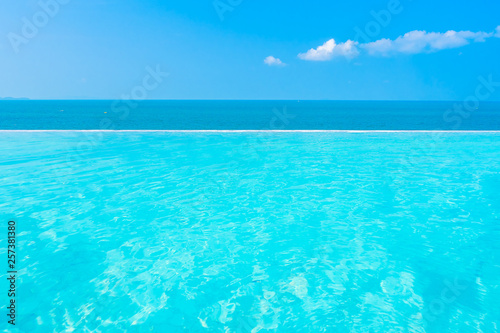 Foto auf Leinwand Turkis Beautiful landscape of sea ocean with outdoor swimming pool on white cloud