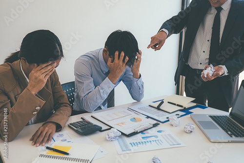 Stampa su Tela Business Manager blaming employee who getting stressed ,bad work, emotional pressure, mistake in office