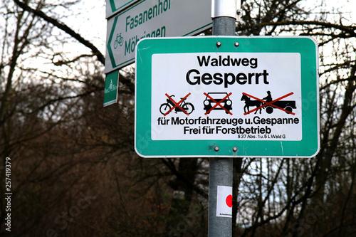 Leinwand Poster Schild Waldweg Zeichen KFZ gesperrt Forstbetrieb frei