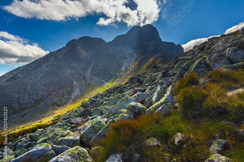 krajobraz-w-europejskich-gorach-wysokie-tatry-slowacja-europa-srodkowa-swiat-piekna-tapeta-tlo-krajobraz