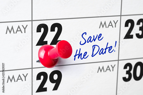 Fotografia  Wall calendar with a red pin - May 22