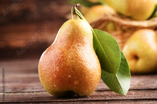 Ripe pear with water drops on brown wooden table Tapéta, Fotótapéta