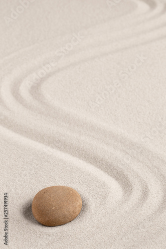 Photo sur Plexiglas Zen pierres a sable Spa wellness for inner life and spiritual health. Zen meditation stone for relaxation. Concept for purity balance and harmony. Background with raked sand and open copy space.