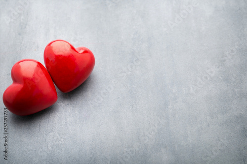 Fotografía  Red heart on the gray metal background.