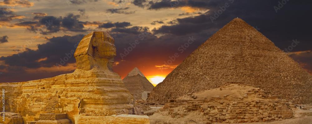 Fototapeta View of the sphinx Egypt, the giza plateau in the sahara desert