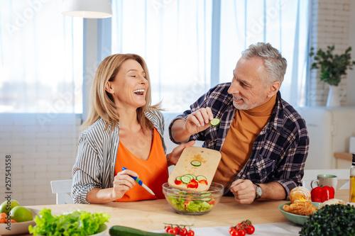 Fotografía  Couple of businessmen feeling joyful while cooking together