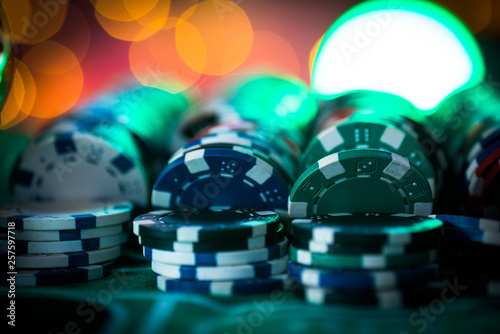 Foto auf Leinwand Indien Casino theme. High contrast image of casino roulette, and poker chips