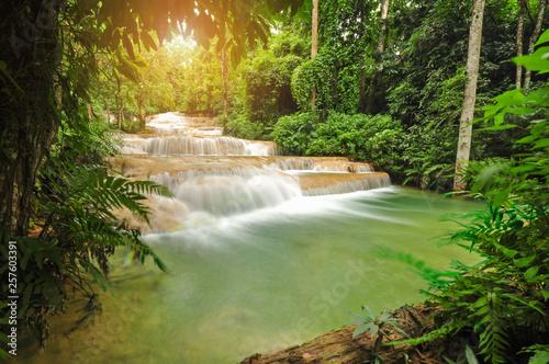Montage in der Fensternische Pistazie Kao Fu Waterfall at Lampang Thailand