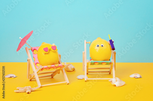 Tablou Canvas Lemon in sunglasses in the sunbed with umbrela at the beach