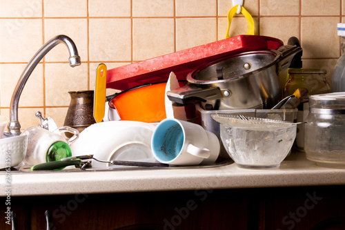 Fotomural A lot of dirty dishes lie in the sink in the kitchen that needs to be washed