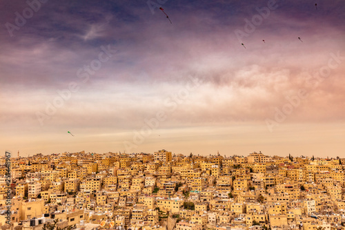 Fotografia amman old city with kites