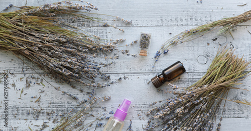 dried lavender flowers on a wooden board Canvas-taulu
