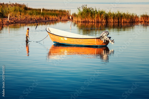Fotografía Lonely rowboat on the sea