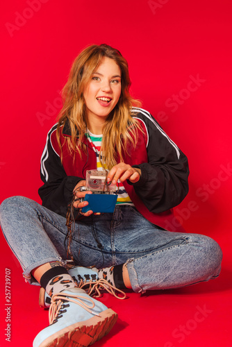 Fotografía  Portrait of young blonde girl in 90s retro style clothes
