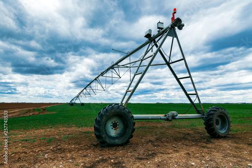Fotografía  Center pivot irrigation system in wheat field