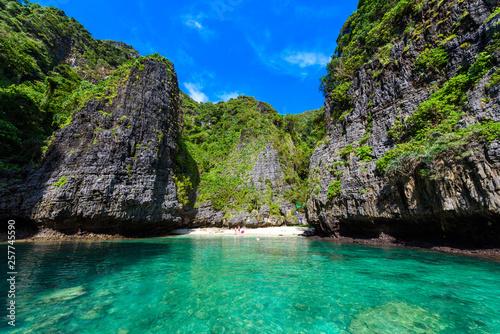 Fototapeta Wang Long Bay with crystal turquoise water, Tropical island Koh Phi Phi Don, Kra