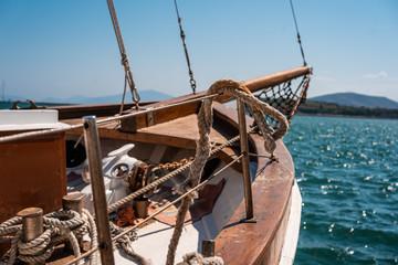 Fotografia stara drewniana łódź, zamknięty widok