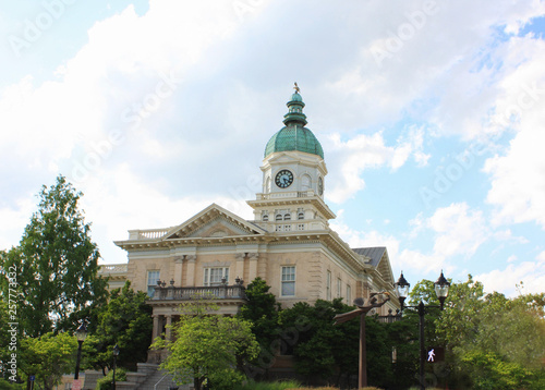 Canvas Print View of the City Hall building at Athens, GA.