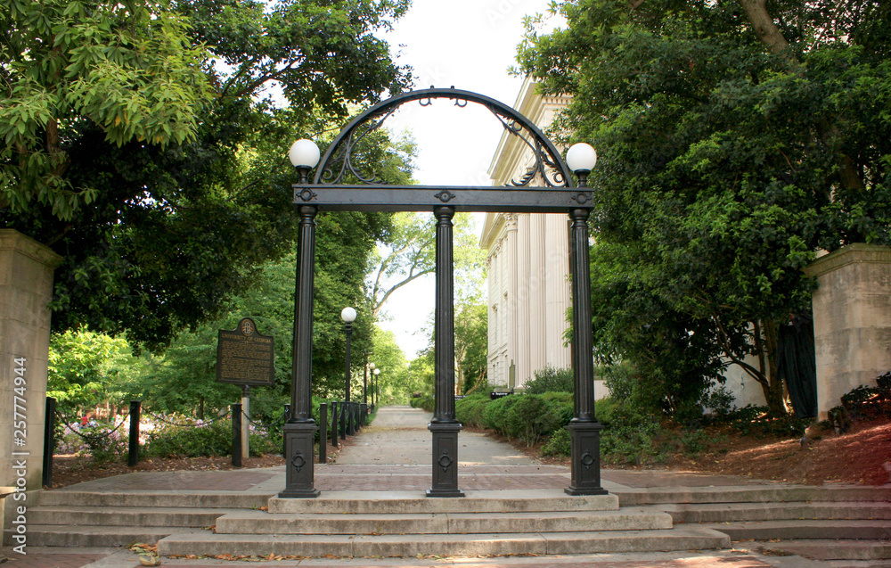 Fototapety, obrazy: The Arch at the entrance of North Campus at UGA.