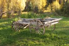 朽ちた木製の荷車 Old...