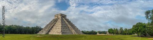 Fotografiet El Castillo or Temple of Kukulkan pyramid, Chichen Itza, Yucatan, Mexico