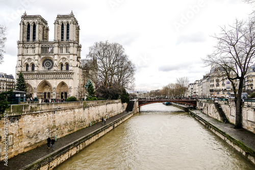 Carta da parati Notre Dame de paris Church cathedral, Photo image a Beautiful panoramic view of