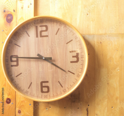 Staande foto Vintage Poster Wooden round wall watch - clock on wooden background eco nature background