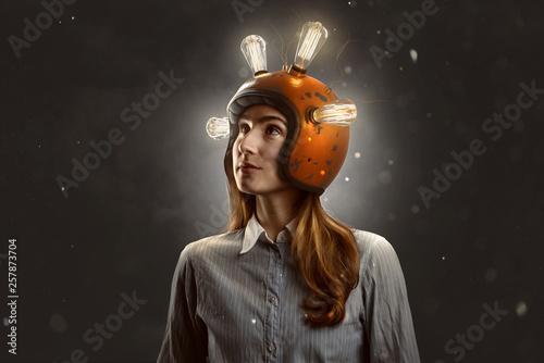 Junnge Frau mit Glühbirnen-Helm Tableau sur Toile