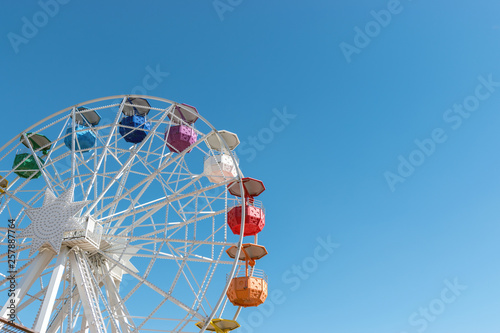 Colourful ferris wheel in the amusement park Tibidabo on background of blue sky, Barcelona, ​​Spain Fototapet