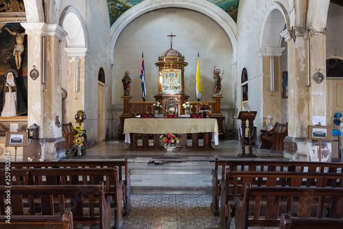 Kuba, Santiago de Kuba ;  Die historische Kirche   Iglesia de Santo Tomas   in der Altstadt von Santiago de Kuba Canvas Print