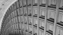 Techo De Madera Del Patio Circular  Del Palacio De Carlos V De La Alhambra, En Blanco Y Negro