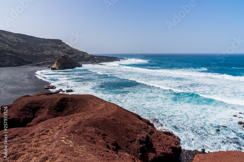 Poster Cote Spain, Lanzarote, Famous bay of black el golfo beach at west coast