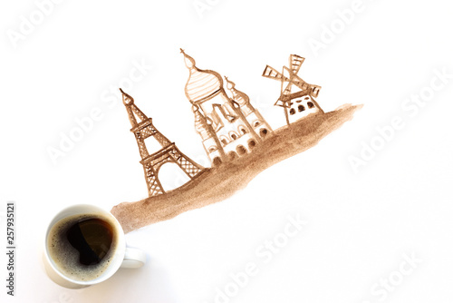 Fotografia  Espresso cup with hand drawing attractions of Paris, France
