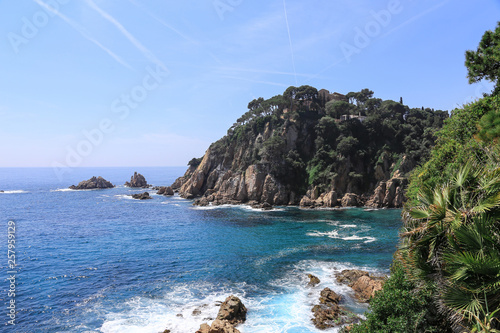 Fotografia  ocean and islands on a sunny day