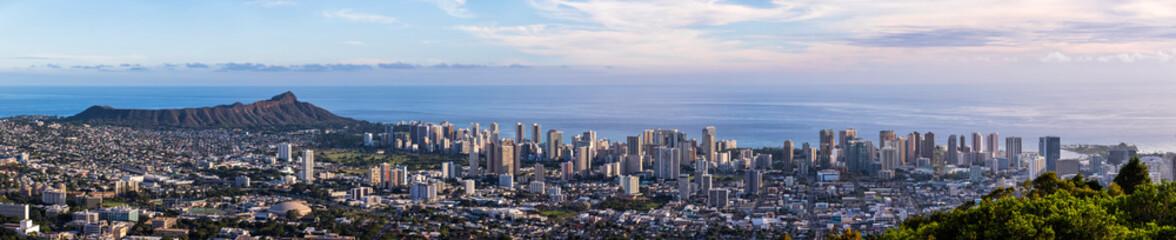 USA, Hawaii Oahu, Puu Ualakaa State Park, View from Tantalus Lookout to Honol...