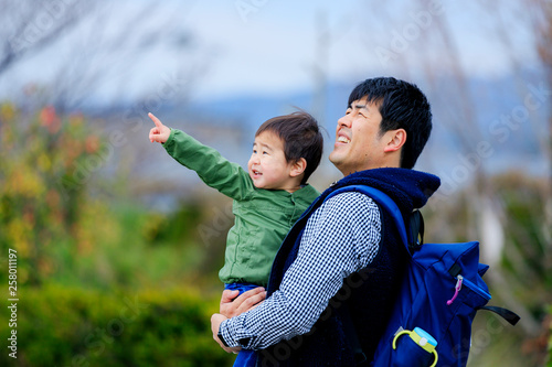 Fotografia  公園で遊ぶ親子