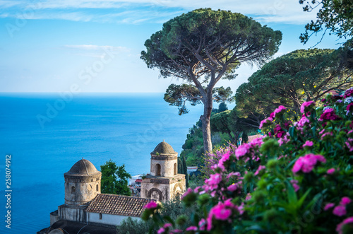 Poster Piscine Sightseeing Villa Rufolo and it's gardens in Ravello mountaintop setting on Italy's most beautiful coastline, Ravello, Italy