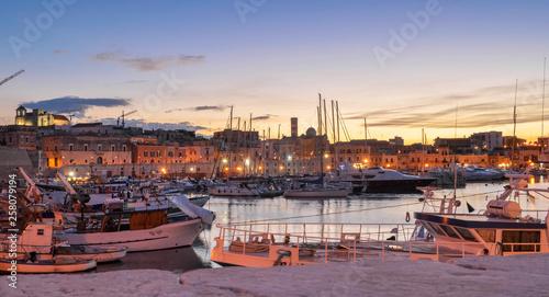 Keuken foto achterwand Lavendel Tramonto sul porto di Bisceglie (Puglia)