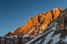 Ultima Luce Del Sola Illumina La Montagna