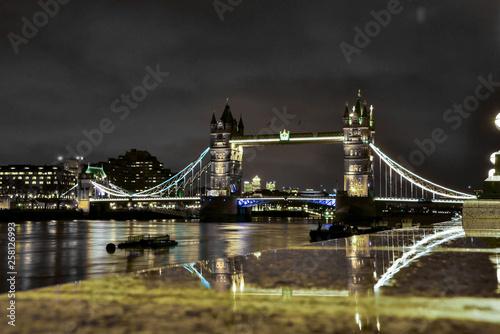 nocny-widok-na-tower-bridge