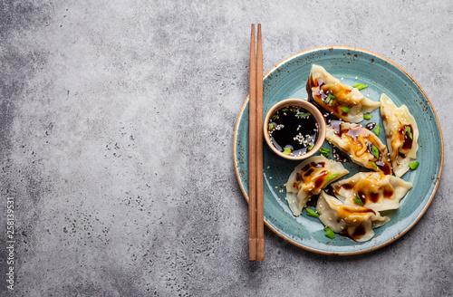 Canvas Print Asian dumplings on blue plate