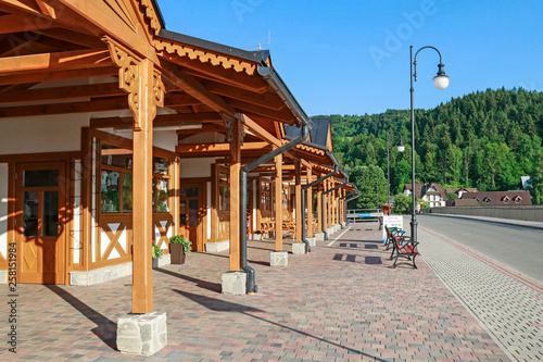 Cadres-photo bureau Con. Antique SZCZAWNICA, POLAND - JUNE 20, 2016: City center of Szczawnica resort